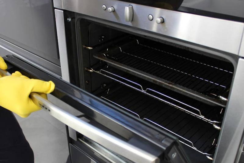 Oven Cleaning in Brisbane